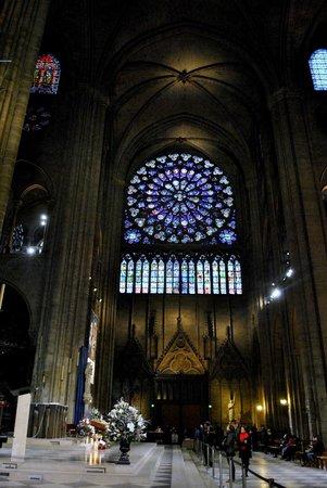 Tours de la Cathedrale Notre-Dame : витражи