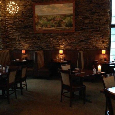 Glasbern Inn - Fogelsville / Allentown: restaruant fireplace