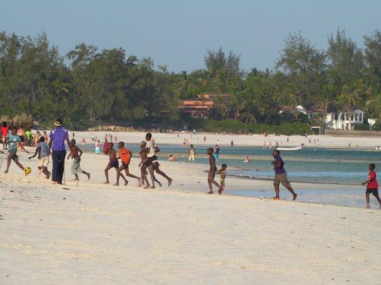 Spiaggia garoda con bassa marea foto di spiaggia delle for Lago per tartarughe