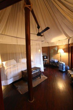 Hamiltons Tented Safari Camp: chambre