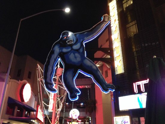 Universal CityWalk Hollywood: CityWalk at night