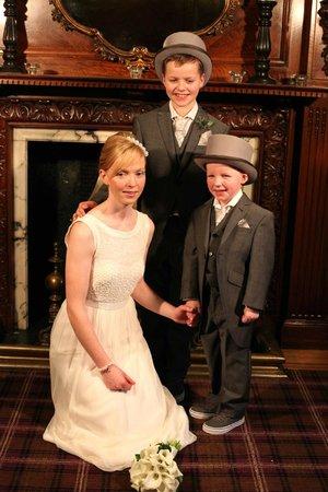 Lynnhurst Hotel : Bride Elaine with newphews