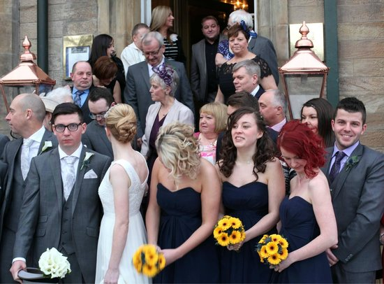 Lynnhurst Hotel : Guests gathering for picuture on hotel steps