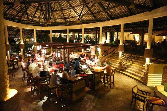 The Baobab - Baobab Beach Resort & Spa : Main bar area
