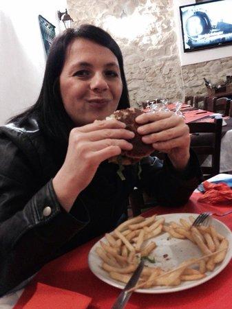 El Gaucho Argentino : Mia moglie con il suo panino