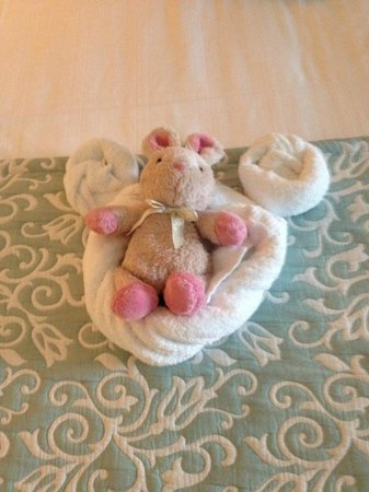 Disney's Beach Club Villas: Mickey Head on our bed!!