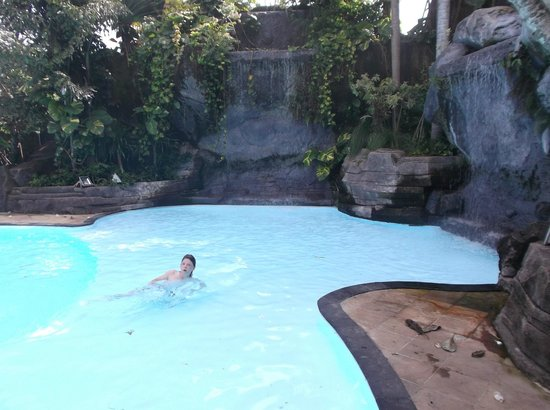 Swiss-Belhotel Segara Resort & Spa : pool waterfall