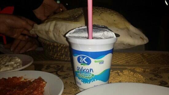 Karadeniz Kardesler Pide & Kebap Salonu: Ayran and turkish bread