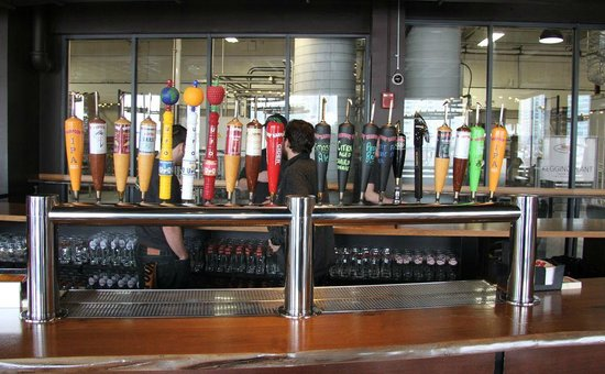 Boston Brew Tours : Harpoon's brewery tap room