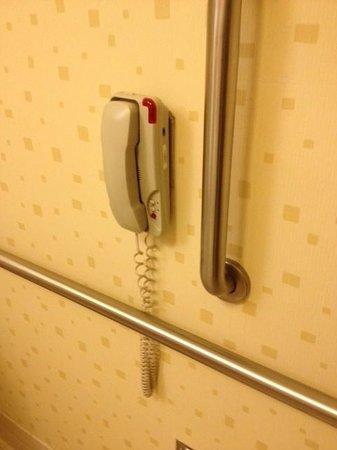 SpringHill Suites Portland Vancouver: handicap bathroom phone