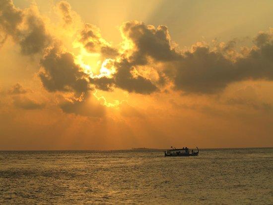 Filitheyo Island Resort : Sunset