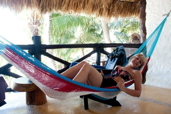 Beachfront Hotel La Palapa Adult Oriented : Balcony with hammock