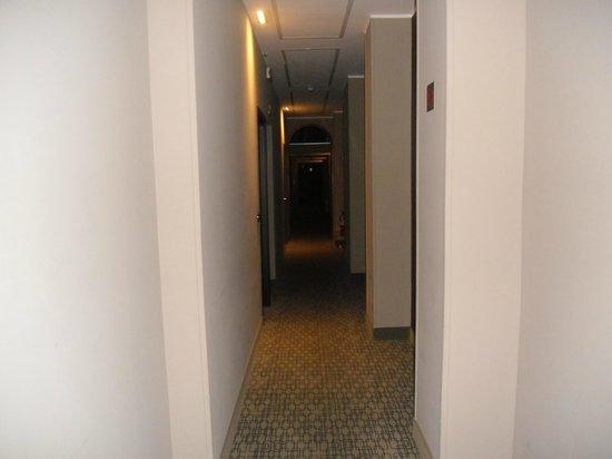 Soperga Hotel: pasillo habitación