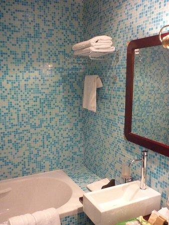 Hotel Nautica : clean bathroom