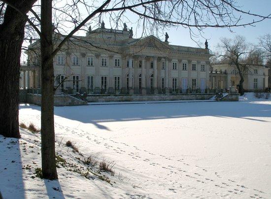 Łazienki-Park (Park der Bäder): Fachada norte del Palacio del Agua.
