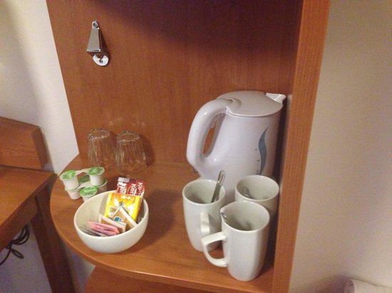 Premier Inn London Hanger Lane Hotel : The right number of cups - I love it!