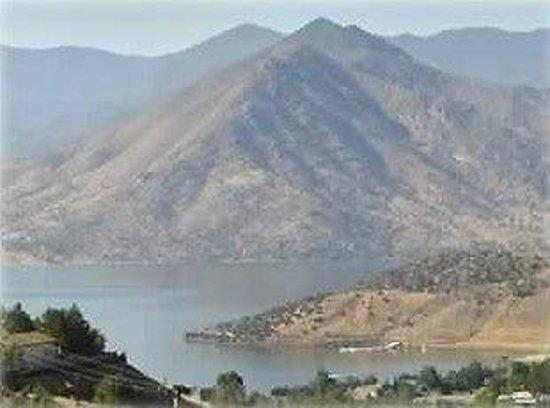 Lake Isabella: An amazing view of the lake.