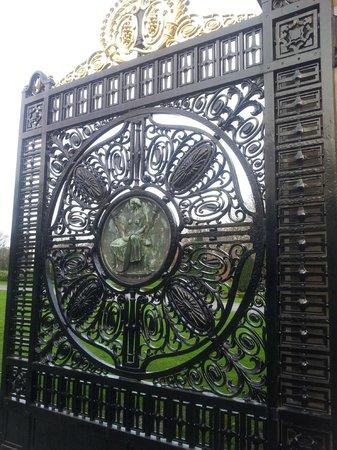 Palais de la Paix : La puerta decorada
