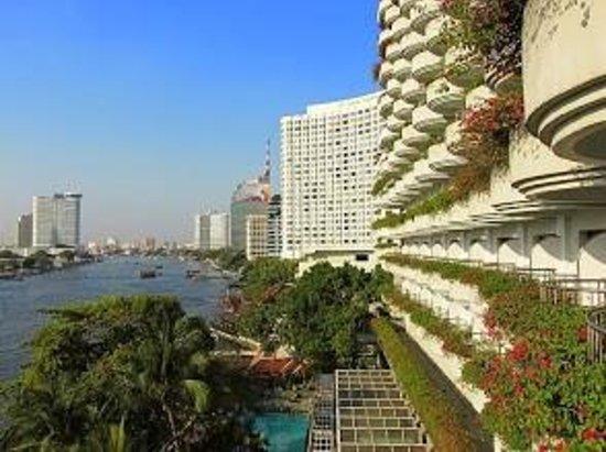 Shangri-La Hotel Bangkok: Shangri La Hotel from our Balcony