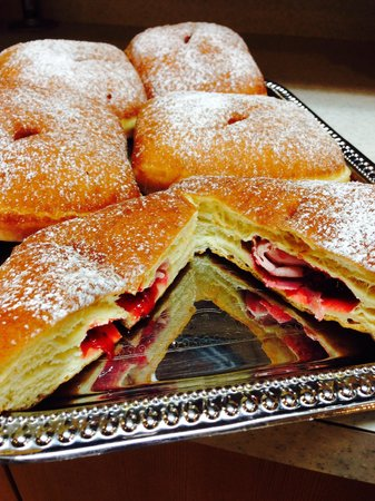 Donut Bar: Monte cristo !!! Couldn't resist !!