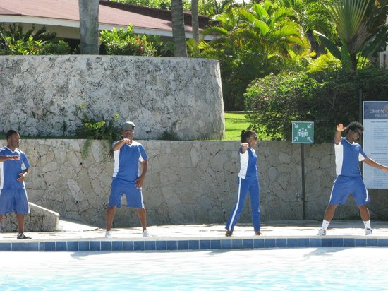 The Tropical at Lifestyle Holidays Vacation Resort: Animation Team at pool dancing