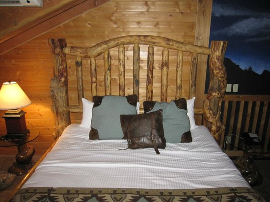 Alaskan Inn: Large, King Size bed