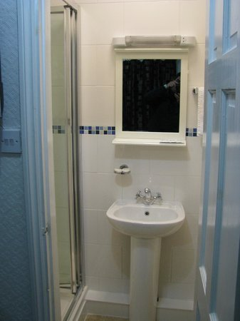 Park Hotel: shower ensuite , very clean and recently refurbished