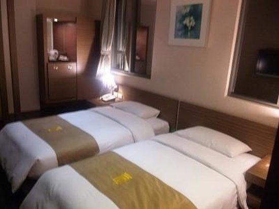 Byeyer Hotel: ローベッドの客室