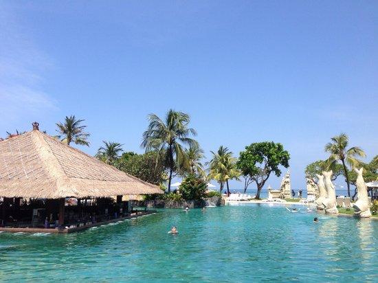 Discovery Kartika Plaza Hotel: The pool