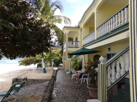 Sebastian's on the Beach: Hotel facing the beach