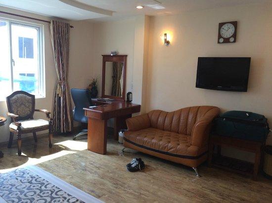 Blue Diamond Hotel: Spacious sitting area