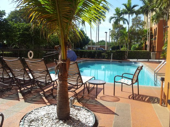Hampton Inn Miami-Airport West : Piscina