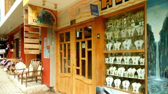 El Mistico Machupicchu: Entrance and shop below