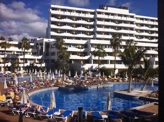Iberostar Las Dalias: There are 404 rooms, that's a lot of sun loungers packed round the pool