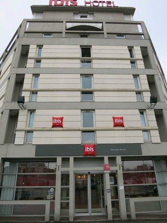 Ibis Nancy Sainte Catherine : Hotelfront Strassenseite