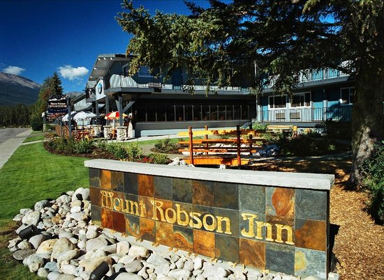 Mount Robson Inn : Courtyard at our Jasper Hotel