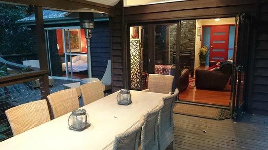 Songbirds Rainforest Retreat: Outside dining