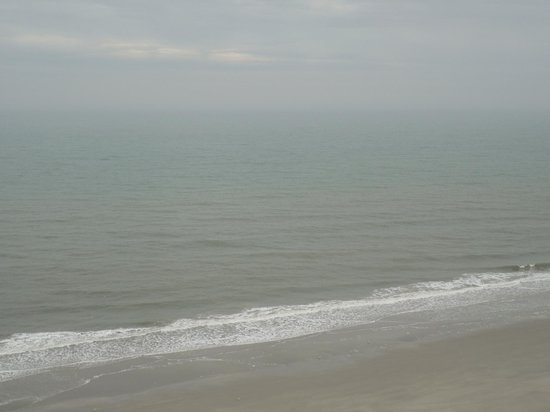 Sea Crest Oceanfront Resort: The day I arrived. Full ocean front ..Beautiful