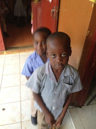 Joe Cool Taxi & Tours Jamaica: kids at country side school