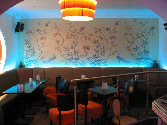 Sun Kai: Waiting area/wine bar