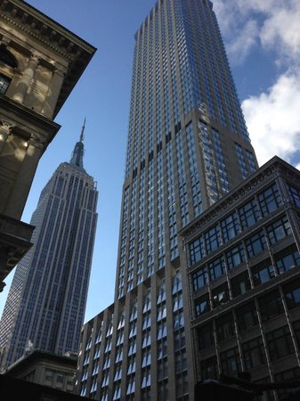 Langham Place, New York, Fifth Avenue: Hotel is two blocks from Empire State Building