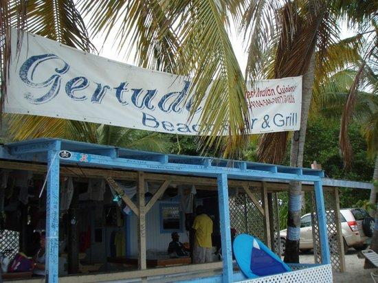 Gertrudes Beach BAr : Dis be da Place for de Best Roti