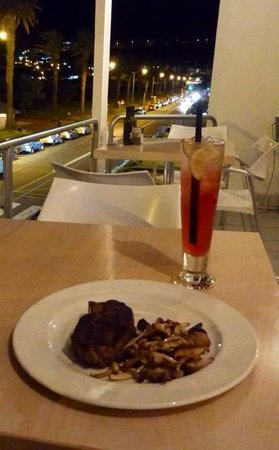 Blues: Sirloin and Long Beach Iced Tea!