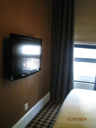 Ameritania Hotel : tv habitación