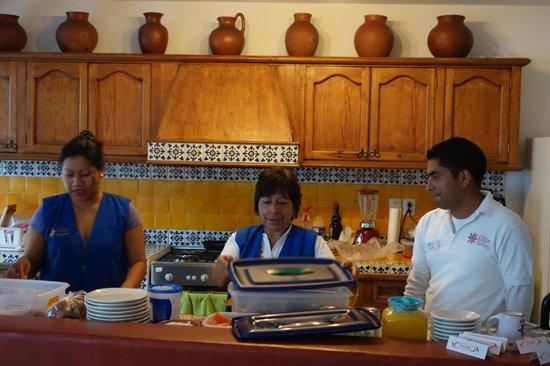 Oaxaca Ollin: Breakfast staff