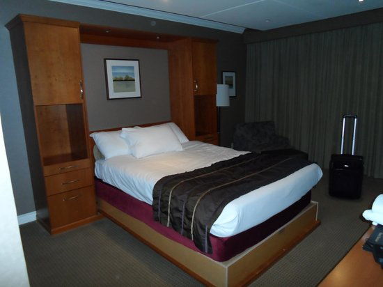 Harrison Hot Springs Resort & Spa: Our room. It was quite nice.