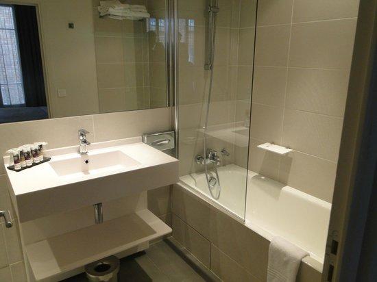Mercure Paris Levallois Perret: Banheiro