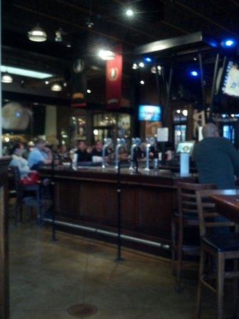 Gordon Biersch Brewery Restaurant: Bar area