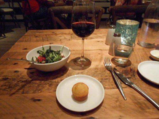 Hobnob Kitchen & Bar: Rustic