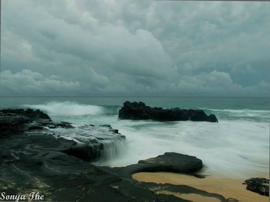 Oahu Photography Tours: Cloudy Day at Sandy Beach - Sunrise Tour